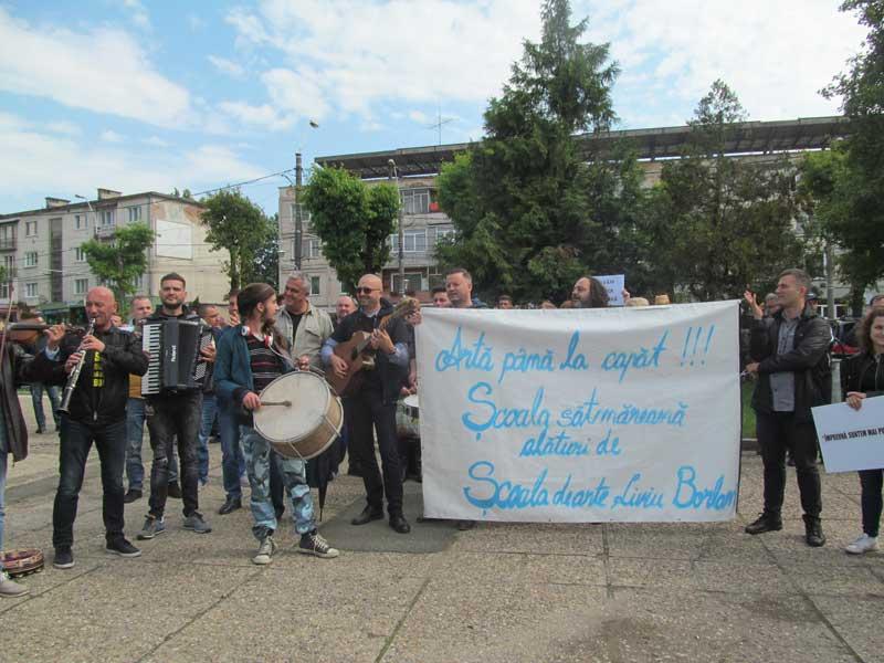 Protest-în-Piaţa-Revoluţiei-împotriva-desfiinţării-instituţiei-de-artă2