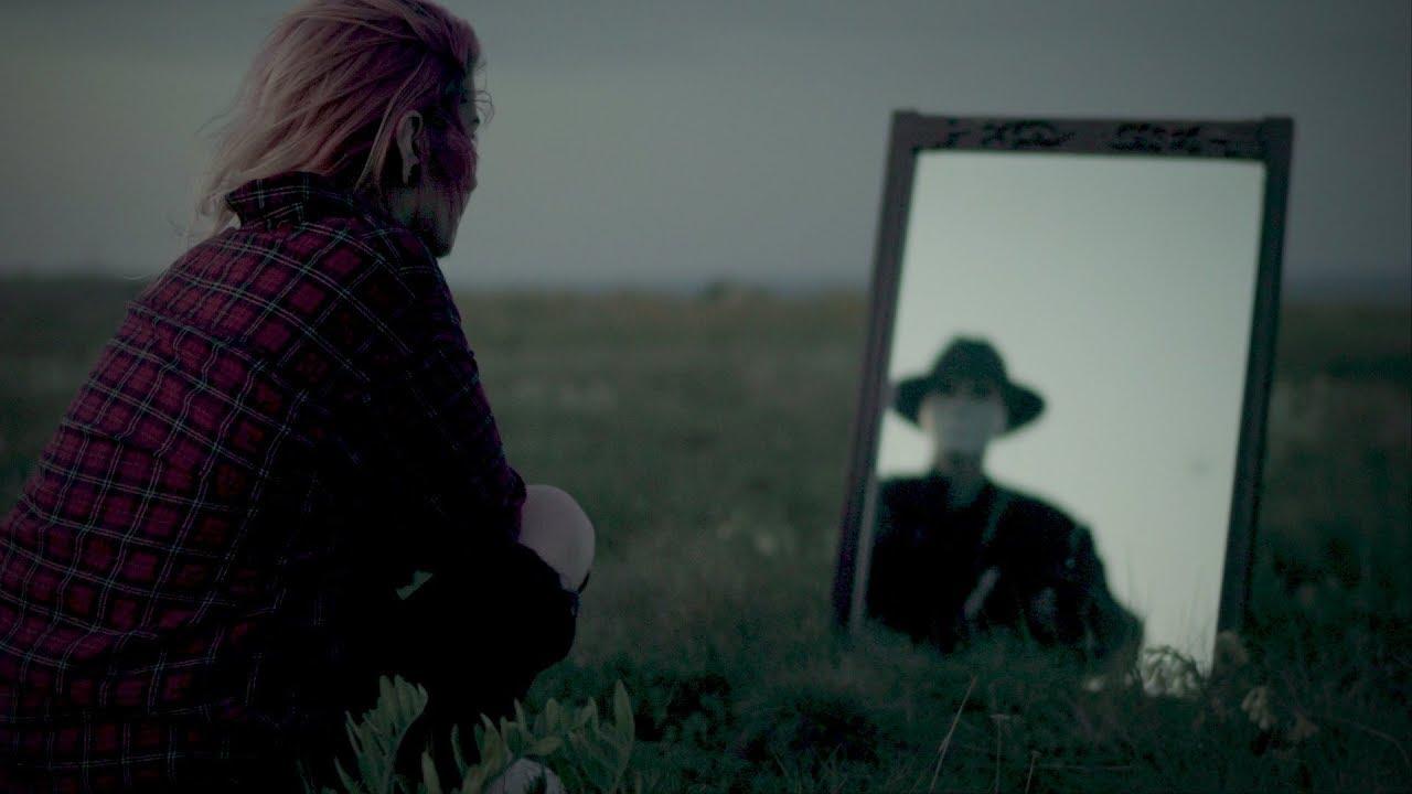 "JINXY VON D'ERS: videoclip nou pentru piesa ""Mirror"""